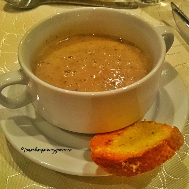 Cream mushroom soup with Garlic Crosstini
