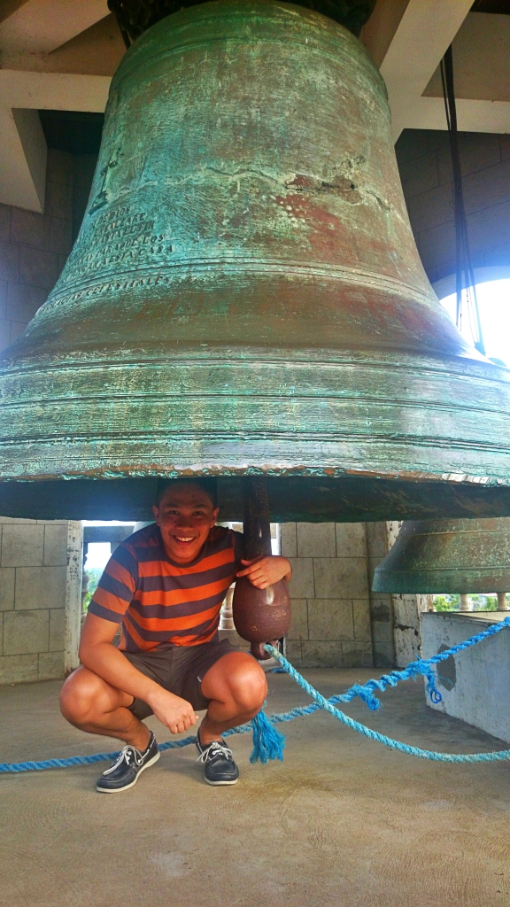 This bell is the biggest in Asia and third in the world. It's a problem if this crashed over me and I can't get out. haha