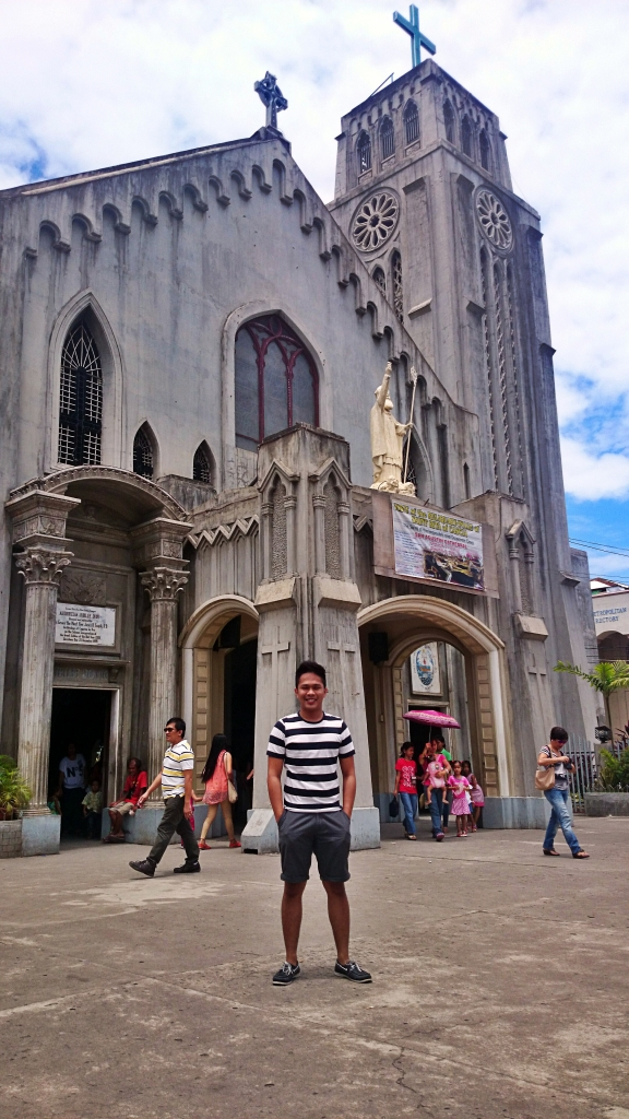 San Agustin Cathedral has English masses. So don't worry about not understanding the ceremonies. =)