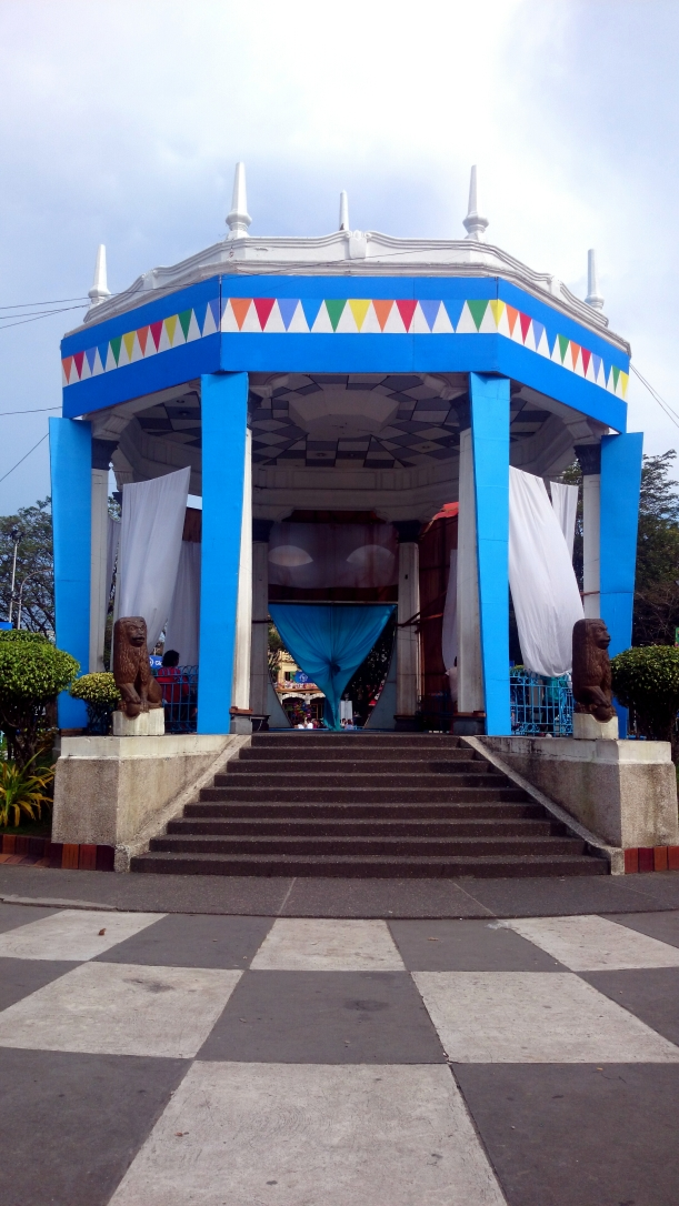 This newly-painted bandstand is an eye-catcher. You wouldn't miss it when you take an afternoon stroll at the plaza.