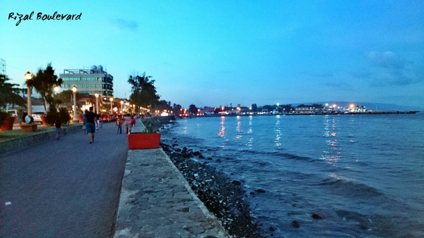 Rizal Boulevard. Serene in the morning, afternoon, evening. Whatever time it is, that time is the best to walk this stretch. =)